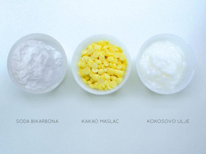 tri posudice punjene sodom bikarbonom, maslacem od kakaa i kokosovim uljem